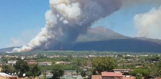 Incendi sul Vesuvio: un ecoreato, una catastrofe ambientale