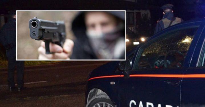 Pistola puntata su un bimbo Per derubare il padre