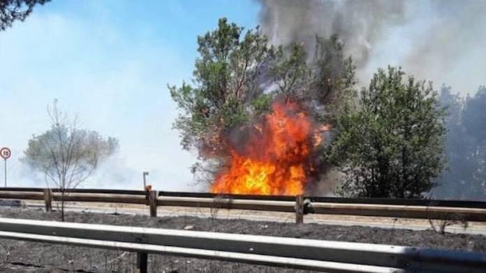 Fisciano, incendio in autostrada: stop alla circolazione dei mezzi