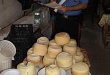 Torre del Greco: sequestrati latticini e prodotti di pasticceria