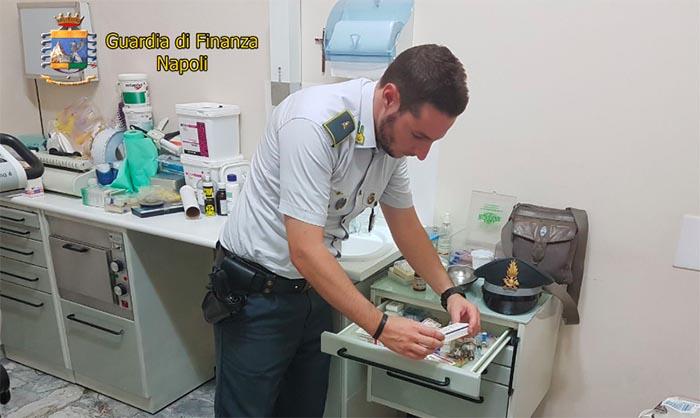 Napoli, falso dentista scoperto e denunciato dalla Guardia di Finanza