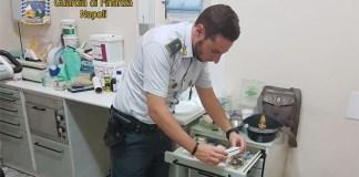 Napoli, studio dentistico abusivo: smascherati falsi dottori