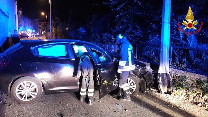 Montesarchio, auto contro palo lungo la statale Appia: muore 28enne
