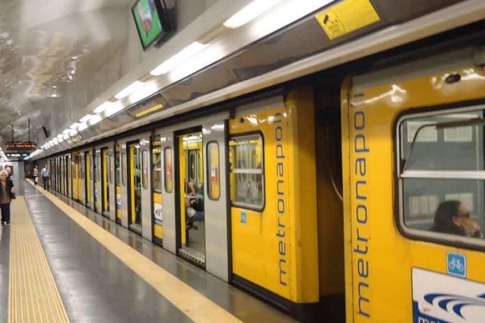 Metropolitana Napoli, Linea 1: vittima travolta dal treno in corsa