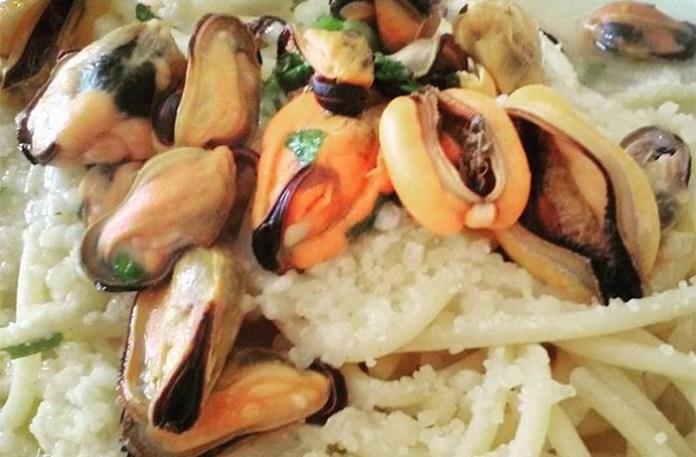 Ricetta dei vermicelli con le cozze in bianco alla napoletana