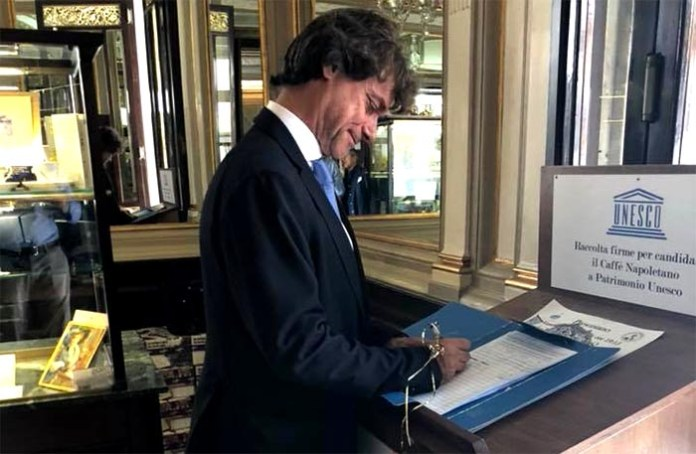 """Alberto Angela da cittadino napoletano firma la """"petizione del caffè"""""""