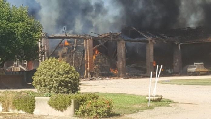 Incendio a Garzigliana: in fiamme sotto tetto di una cascina