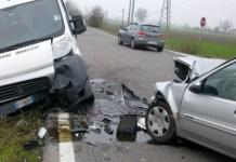 Incidente a San Giovanni a Teduccio: schianto tra auto e furgone