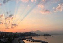 L'alba napoletana scattato dal Consolato USA fa il giro del web