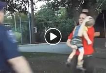 Il gesto eroico del poliziotto: salva il bimbo che ha smesso di respirare