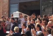 """Ai funerali del giovane Raffaele Perinelli: """"Basta sangue"""""""