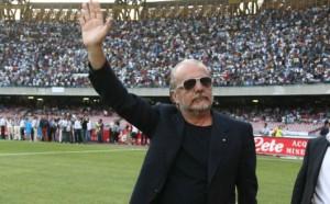 """""""Mettere denaro, vendere cammello"""" mentre Napoli festeggia il primo trofeo dell'era De Laurentiis"""