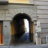 viale Calascione,ingresso da via Monte di Dio