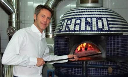 Il principe Emanuele filiberto domenica a Napoli alla pizzeria Brandi