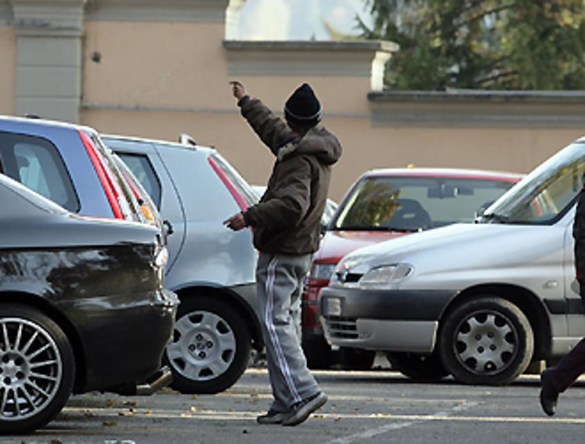 Lotta ai parcheggiatori abusivi a Napoli, scatta l'allontanamento dalla città