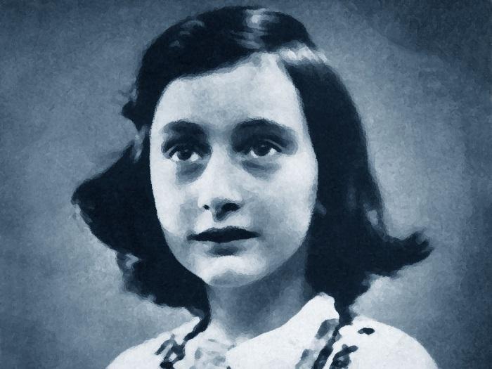 Povera Anna Frank: le ultime sulla storia degli adesivi laziali in cui Anne indossa la maglia della Roma