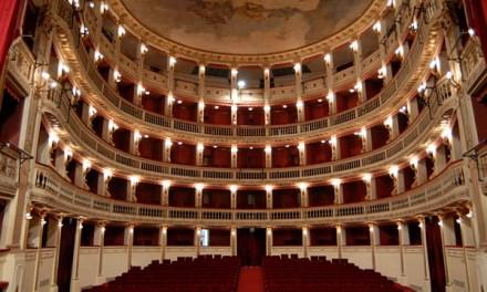 Il Teatro Stabile di Napoli è ripartito con una nuova stagione di spettacoli: il bello del teatro