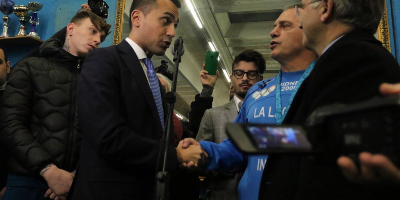 Il leader del M5S a Scampia da Maddaloni per la campagna elettorale