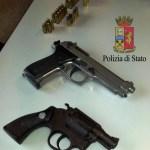 La Polizia scopre in Ponticelli, in un mini appartamento abusivo, armi e munizionamento