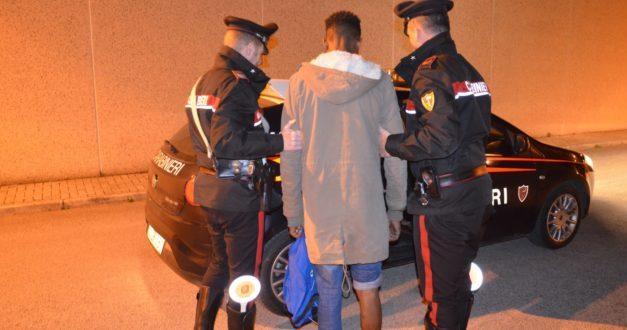 Lusciano: arrestato extracomunitario tentava di rubare in un appartamento