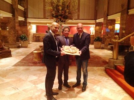 da sx Vice console italiano Dino Sorrentino, pres. NPV Sergio Miccù e direttore operativo Nord America Meridiana Dino Favano