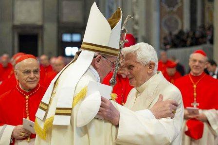 abbraccio dei due Papi