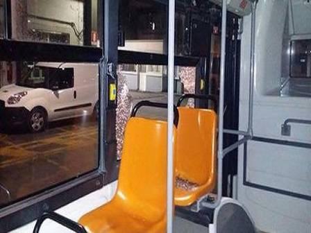 bus vandalizzato