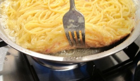 Frittata di Maccheroni alla Napoletana - Cook until Golden Brown
