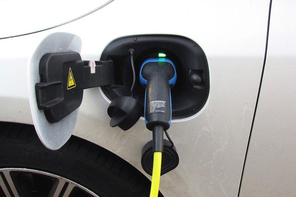 Naprawa i Diagnostyka Nowy Ford Explorer z zaawansowanym hybrydowym układem napędowym Plug-in