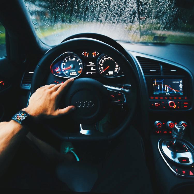 Przegląd samochodu Warszawa - Saerwis Samochodowy u dobrego mechanika z Warszawy