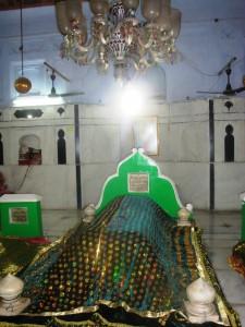Grave of Khwaja Muhammad Masoom Sirhindi 3