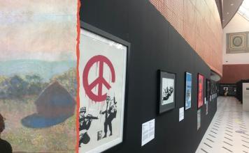Banksy-e-Monet-sotto-la-vetrata-del-foyer-degli-Arcimboldi
