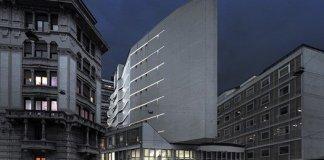Milano, Corso Italia, La Nave, edificio simbolo degli anni '50 si veste di una nuova luce.