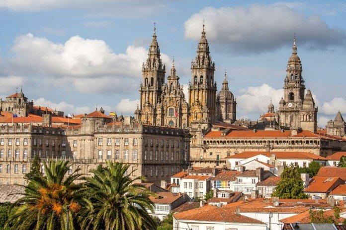 Santiago di Compostela. Il mitico cammino raccontato via webinar da Narciso d'Autore. Con Zoom.