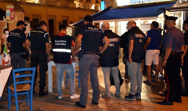 BLITZ INTERFORZE PER CONTRASTARE L'ILLEGALITA' NEL MERCATO ITTICO DI GALLIPOLI
