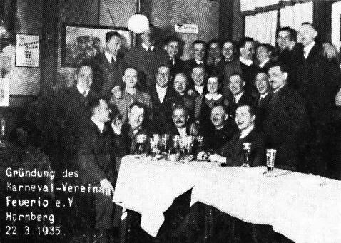 """Gründung des """"Karnevalsvereins """"Feuerio"""" 1935, dem Vorgängerverein der heutigen Narrenzunft Hornberg, im Gasthaus Felsen."""