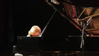 İdil Biret, başta Chopin ve Liszt olmak üzere birçok bestecinin piyano repertuvarını tamamlamış durumda.