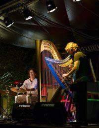 Nartan-&-Max-Castlunger-on-stage-B