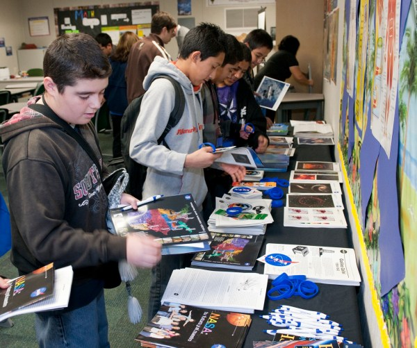 Nasa - Discovery Academy Students Examine Stem Careers