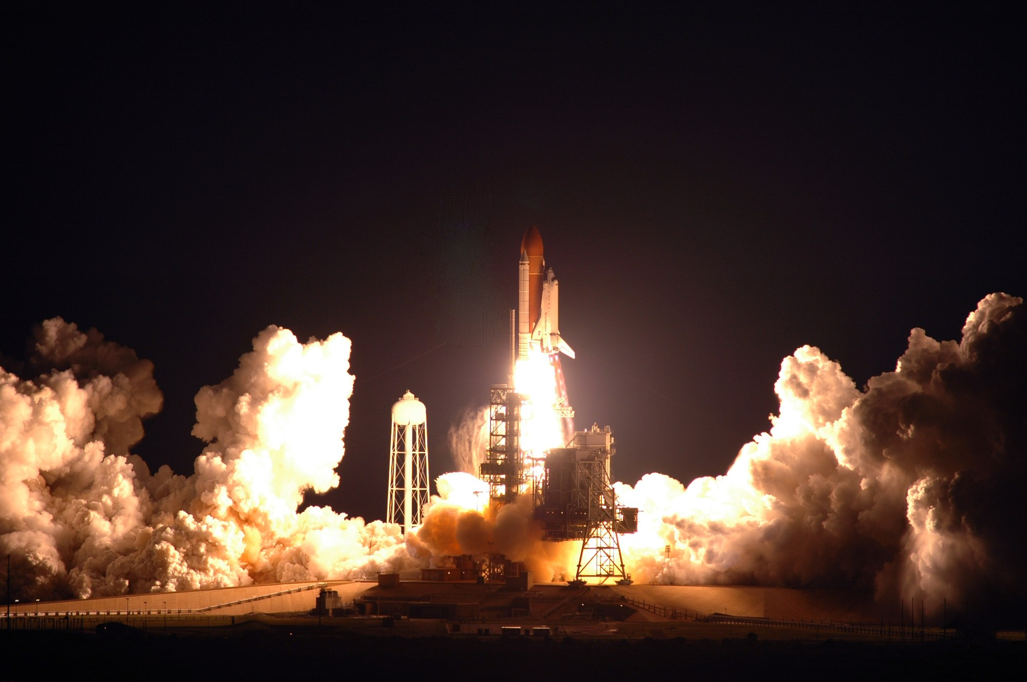 hight resolution of  night s endeavour liftoff