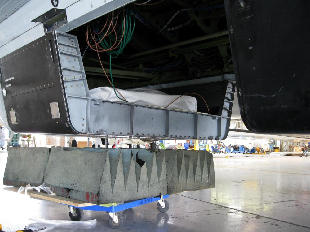 medium resolution of the wb 57 and the hirad instrument installed in the belly of the aircraft credit nserc jane petersen