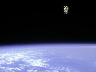 601256main spacewalkcropped 946 710
