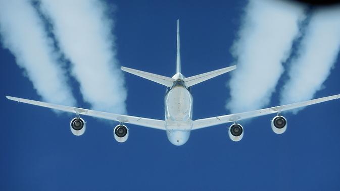 Efecte de combustibil alternative asupra dârele și emisiile de croazieră (ACCES II) încercare de zbor într-un avion DC-8.