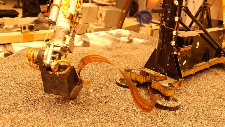 Test using an engineering model of the InSight lander here on Earth