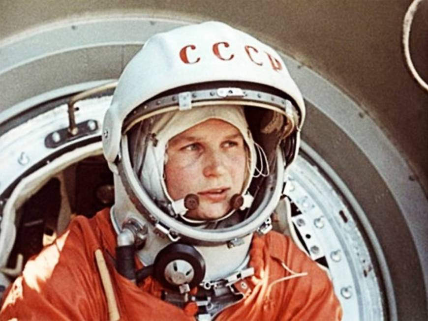 tereshkova_before_entering_vostok_6