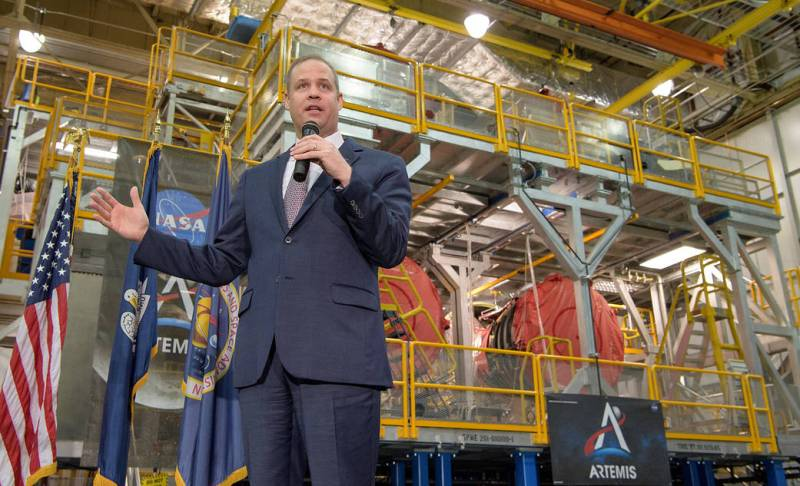 Administrator Bridenstine speaking with SLS rocket stage in background
