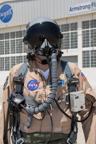 NASA research pilot Wayne Ringelberg wears a U.S. Air Force configuration of the JPL prototype mask.