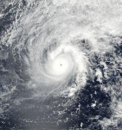 cyclone eye [ 2004 x 2604 Pixel ]