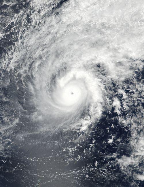 small resolution of cyclone eye