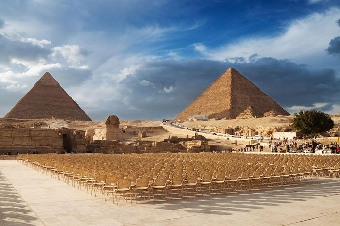 Pyramids, Memphis and Sakarra Over day from Alexandria